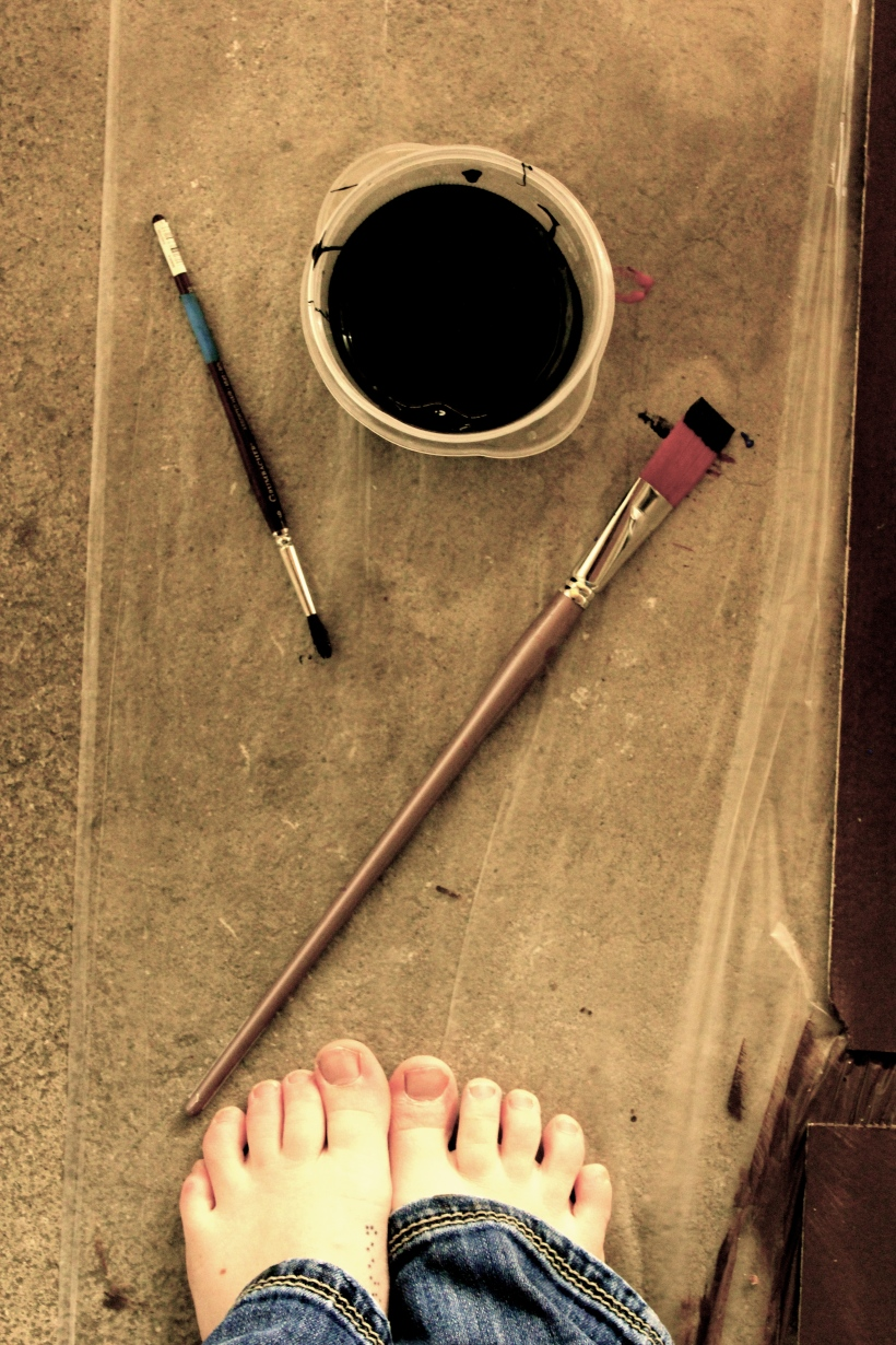 toes and paint